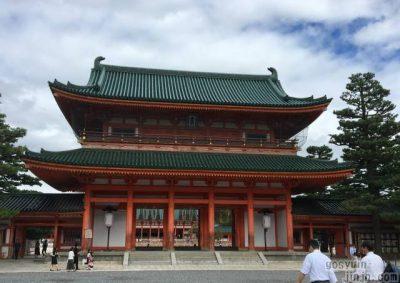 京都東山、平安神宮の応天門